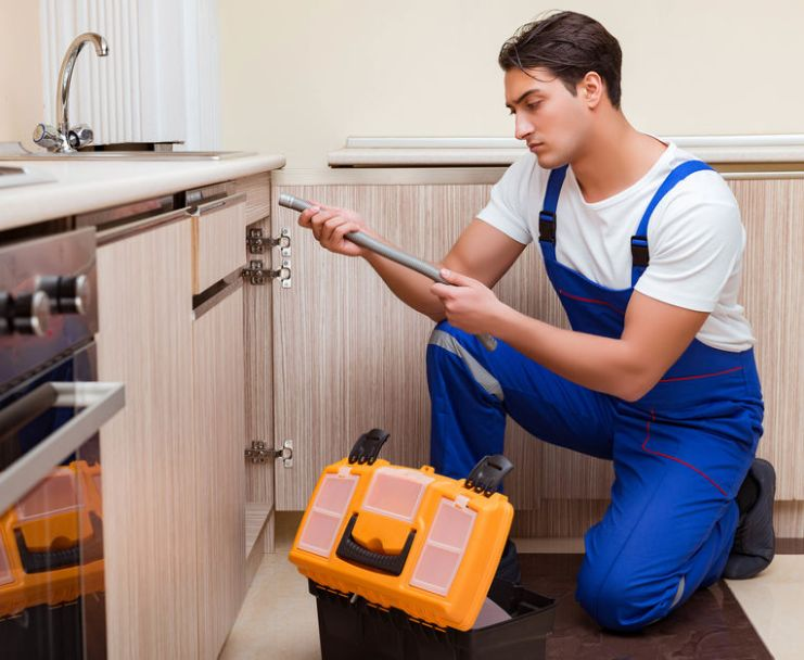 plumbing services in Woodland Hills, CA
